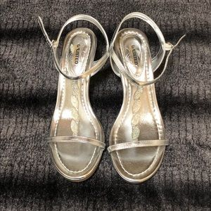 NWOT Unlisted Silver Jewelled Sandal Size 8 1/2